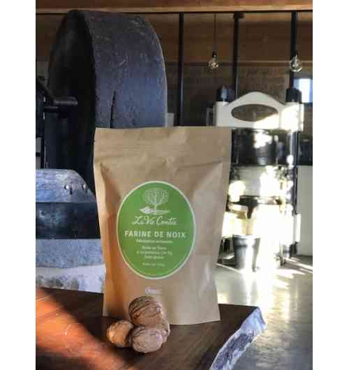 Walnut flour (gluten free) - Once the oil is mechanically extracted from the walnut paste, the remaining solid material is crushed and sieved to become the walnut flour. This flour, gluten free, rich in fibers and proteins, is very original for your culinary preparations: salted or sweet, cakes, sauces...