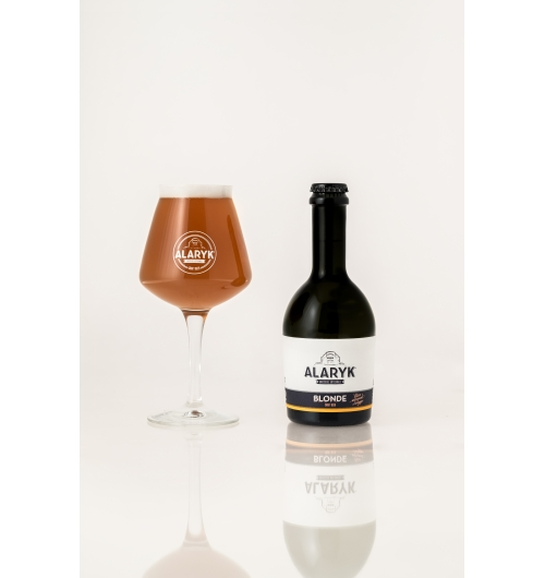 Alaryk Blonde / Pale Ale - <p><em><strong>This light ale with its delicate malty and fruity flavour is brewed in accordance with the brewing tradition, by high fermentation and is un-pasteurised. It is made with the finest ingredients in organic farming.</strong></em></p>