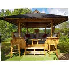 PALAWAN - 14 pers - Gazebo 100% bambou Sustainable : 100% rotproof 100 % organic treatment Delivery all France and Export Soil : 250 x 300cm Roof : 350 x 330 cm Installation on all type of soils Easy and quick installation  hight qualitity range accesories (protections & sits, sheating, electric or solair lights, brasero-plancha-oven) For wonderfull and unforgettable moments with familly and friends ! Escape in your garden !