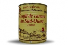 """DUCK CONFITS (2 LEGS) - <p><strong>Presentation</strong> : Can 4/4, net weight 800g (2 legs)</p> <p><strong>Ingredients</strong> : duck meat (2 legs), salt, fat.</p> <p><strong>Preparation</strong> : The duck confit is prepared at the heart of gastronomic region. The duck meat is seasoned and let in salting during 48 hours in refrigerated storage area. Then, she is rinsed and browned in cauldron in duck fat. This dish has the approval IGP.</p> <p><strong>Way of tasting the product</strong> : You enjoy the duck confit by heat it 10 minutes in a bain-marie; the place on the skin in a stove and brown. He can be accompanied by cep, potatoes way """"Sarladaises"""" or by """"cassoulet"""" or by vegetables of yout choice as well as a glass of red wine of Fronton.</p>"""
