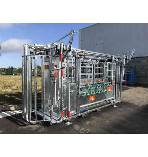 Handling crush PM 2900 - Ergonomic handling crush with progressive tightening front door, head lift and width squeeze for all types of cattle.