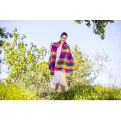 To discover: woven scarves and stoles - They are the fashion and trendy accessory for your outings