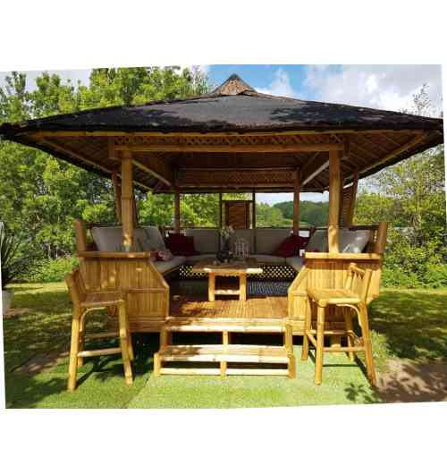 PALAWAN - 14 pers - Gazebo 100% bambou Sustainable: 100% rotproof 100% organic treatment Delivery all France and Export Soil: 250 x 300cm Roof : 350 x 330 cm Installation on all type of soils Easy and quick installation  hight qualitity range accesories (protections & sits, sheating, electric or solair lights, brasero-plancha-oven) For wonderfull and unforgettable moments with familly and friends! Escape in your garden!